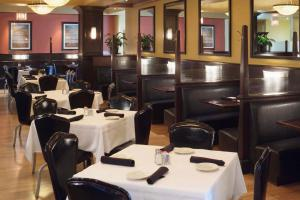 A restaurant or other place to eat at DoubleTree by Hilton Hotel and Conference Center Chicago North Shore