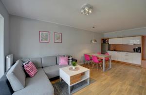 The lounge or bar area at Apartamenty Sun Seasons 24 - Baltic Park