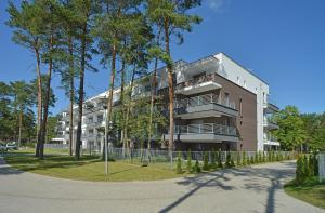 A garden outside Apartamenty Sun Seasons 24 - Baltic Park