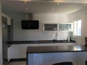 Una cocina o zona de cocina en Exclusive Duplex Penthouse in Puerto Banus