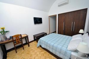 A room at Arcadas Hotel