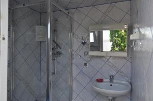 Łazienka w obiekcie Caravans Magda