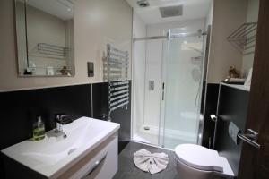 A bathroom at Western Guest House