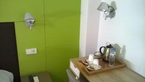 Coffee and tea-making facilities at Huéspedes Sa Font