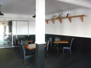 En restaurang eller annat matställe på Waterfront motel