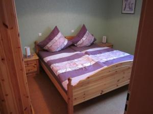 A bed or beds in a room at Gästehaus Jüngling