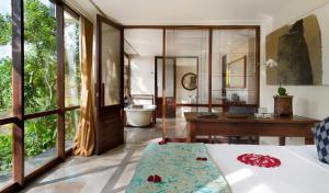 A bathroom at Komaneka at Bisma Ubud
