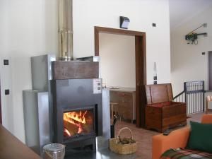 A television and/or entertainment center at Agriturismo Il Faggio