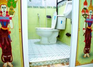 A bathroom at Shannkalay Hostel
