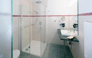 A bathroom at Hotel Löwengarten