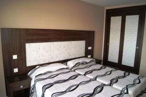 A bed or beds in a room at Hotel Doña Luisa