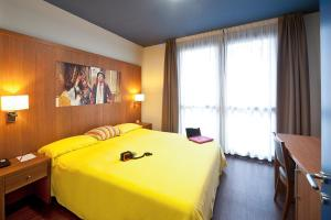 A bed or beds in a room at Ibis Styles Parma Toscanini