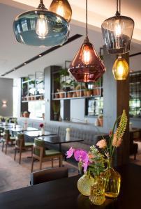 Een restaurant of ander eetgelegenheid bij Van der Valk Hotel Nijmegen-Lent
