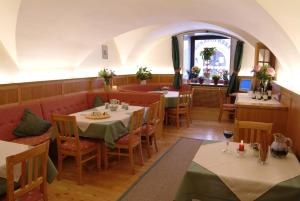 A restaurant or other place to eat at Haus Friedrichsburg