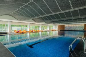 Baseinas apgyvendinimo įstaigoje Lielupe Hotel SPA & Conferences by Semarah arba netoliese