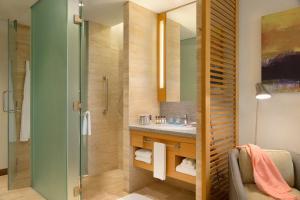 A bathroom at JEN Singapore Orchardgateway by Shangri-La (SG Clean)
