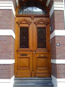 De façade/entree van Le Home