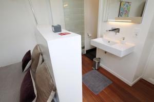 Een badkamer bij Le Home
