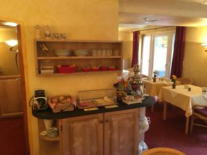 Ein Restaurant oder anderes Speiselokal in der Unterkunft Villa Benz Hotel garni