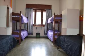 Una habitación de La Covacha Hostel