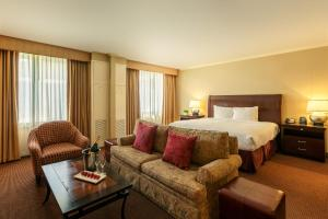 A seating area at DoubleTree by Hilton Tarrytown