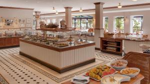 Ein Restaurant oder anderes Speiselokal in der Unterkunft Precise Resort Rügen & SPLASH Erlebniswelt