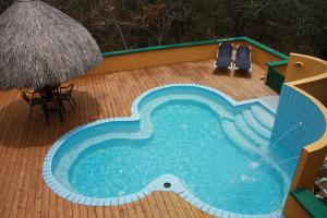 A piscina localizada em Flamingo Park Curacao ou nos arredores