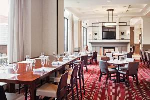A restaurant or other place to eat at Hilton Richmond Downtown