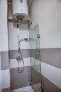A bathroom at Under the Square Apartment