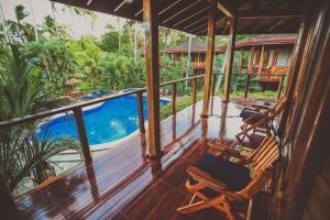 Vue sur la piscine de l'établissement Tambor Tropical Beach Resort ou sur une piscine à proximité