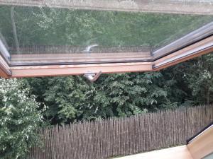 Balkon lub taras w obiekcie Pensjonat Leśny Dworek