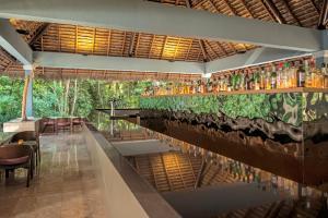 Un restaurante o sitio para comer en Iberostar Tucan