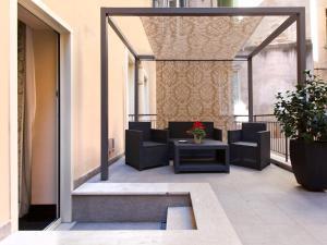 El vestíbulo o zona de recepción de Quirinale Luxury Rooms