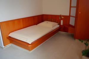 Ein Bett oder Betten in einem Zimmer der Unterkunft Hotel Stadt Jessen