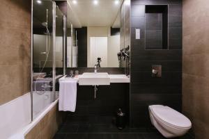 A bathroom at Rafaelhoteles Forum Alcala