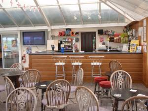 A restaurant or other place to eat at Chalets & Lodges at Atlantic Bays Holiday Park