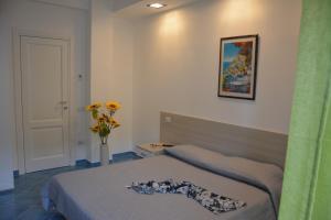 Letto o letti in una camera di Acquamarine Maiori Amalfi Coast