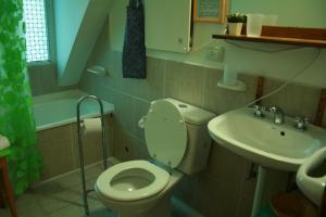 A bathroom at Renting Calafate