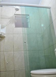 A bathroom at Pousada Caravela