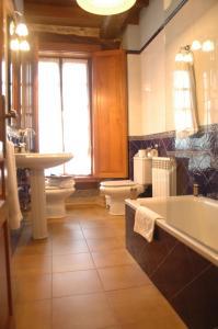 Un baño de El Capricho de Josana