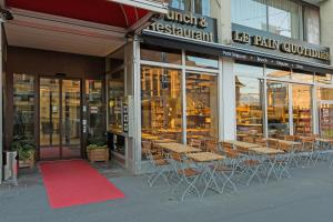A porch or other outdoor area at Continental Hotel Lausanne