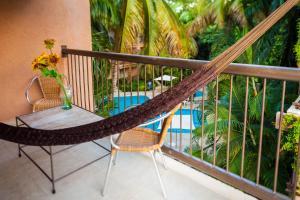 Ein Blick auf den Pool von der Unterkunft Tukan Hotel & Beach Club oder aus der Nähe