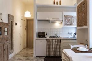 A kitchen or kitchenette at Millenuvole Casa Velino