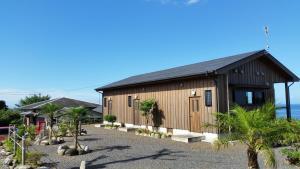 The facade or entrance of Minnsyuku Yakushimaya