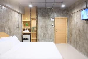 A room at Area 69 (Don Muang Airport)