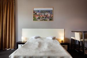 Łóżko lub łóżka w pokoju w obiekcie Kamienica