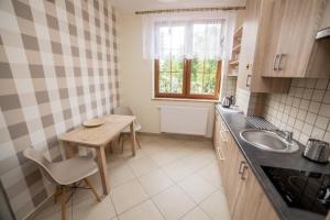 Kuchnia lub aneks kuchenny w obiekcie Apartament Żaglowy 5