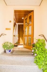 Eine Fassade oder ein Eingang zu Haus Eyers