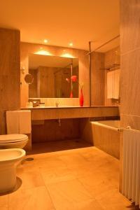 Uma casa de banho em Pousada Castelo de Alcacer do Sal