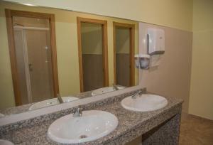 A bathroom at Albergue Montoto
